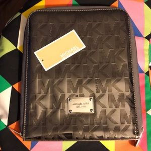 🌟NEW✨ Michael Kors Tablet Case monogrammed Nickel